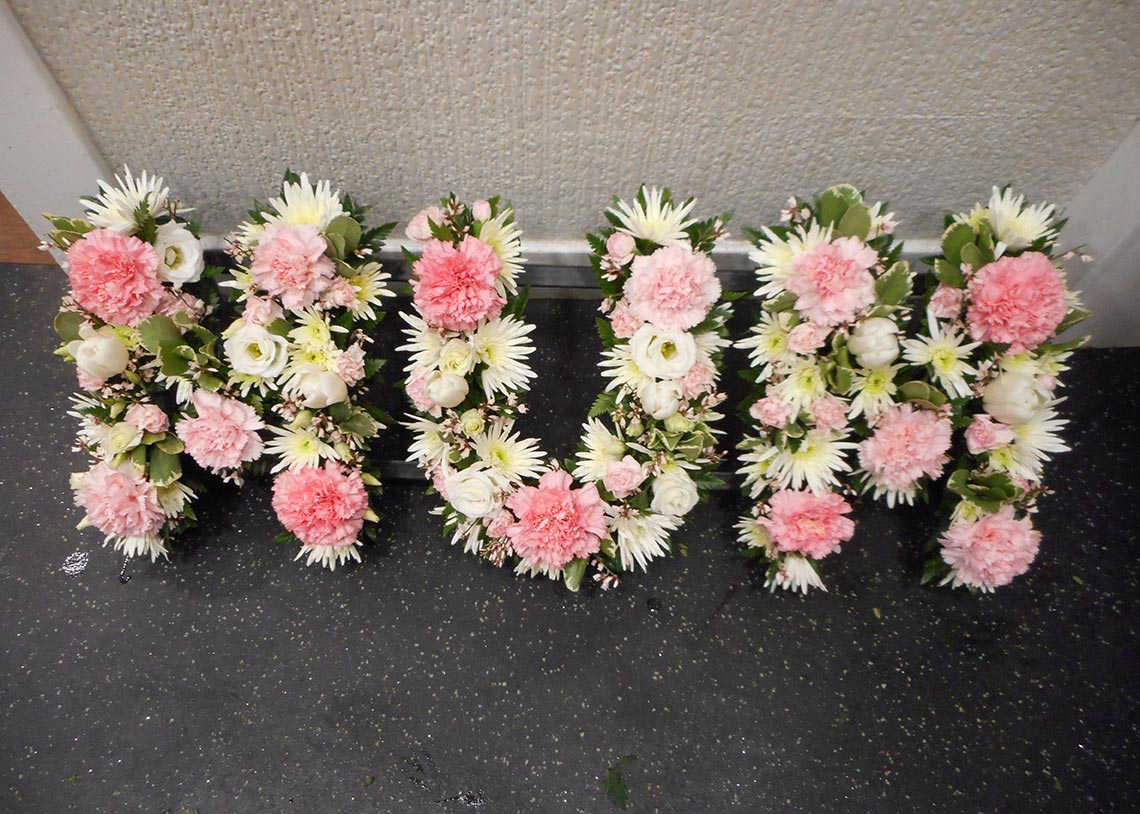 Funeral flowers florists paisley daisy flowers izmirmasajfo
